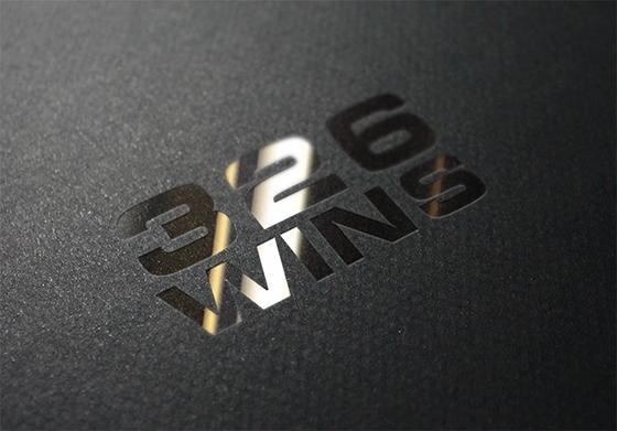 Мокап логотипа с тиснением серебром psd