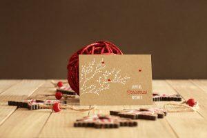 мокап новогодней открытки mockup рождество бесплатно скачать psd макет крафтовый красный