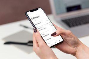 мокап iPhone X в руке айфон макап mockup бесплатно free без фона с размытым фоном psd