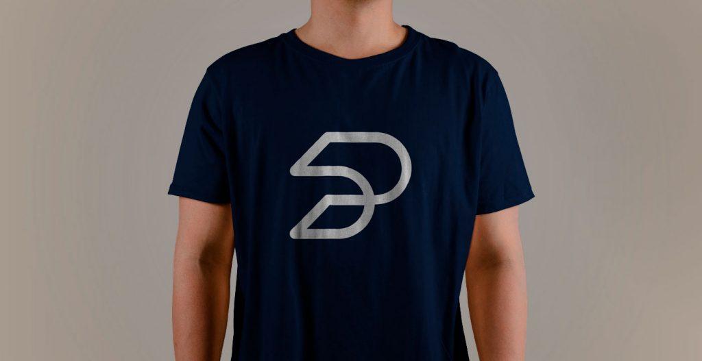Мокап футболки бесплатный скачать mockup на человеке